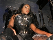 black-strapon-dominatrix (2)