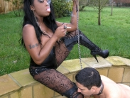 black-domina-smoking-06